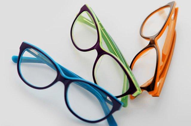 9790a2cb2a7a85 ... a czasem dodatkowo pojawia się problem z widzeniem na dalsze  odległości. Zaczynasz wtedy potrzebować okularów progresywnych do czytania.